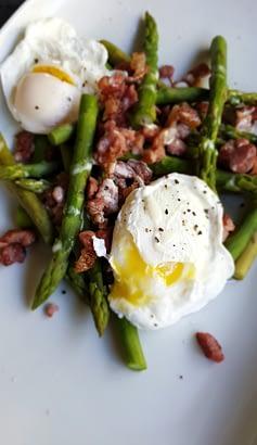Keto Bacon Egg and Asparagus Salad