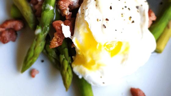 Keto-Egg-Bacon-and-Asparagus-Salad